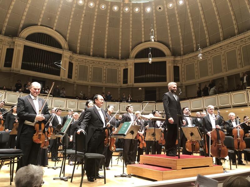 Чиказький симфонічний оркестр виступає під керівництвом українського диригента