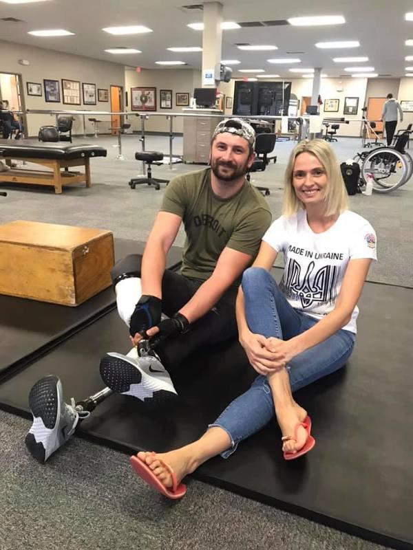 Поранений в АТО українець  завальсував з дружиною на нових протезах у США (ФОТО)