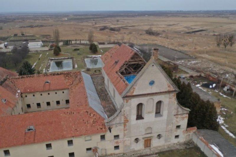 Наслідки обвалу даху в монастирі Капуцинів. Відео