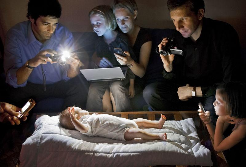 Екрани й цифрове споживання стають новою ознакою бідності, – The New York Times