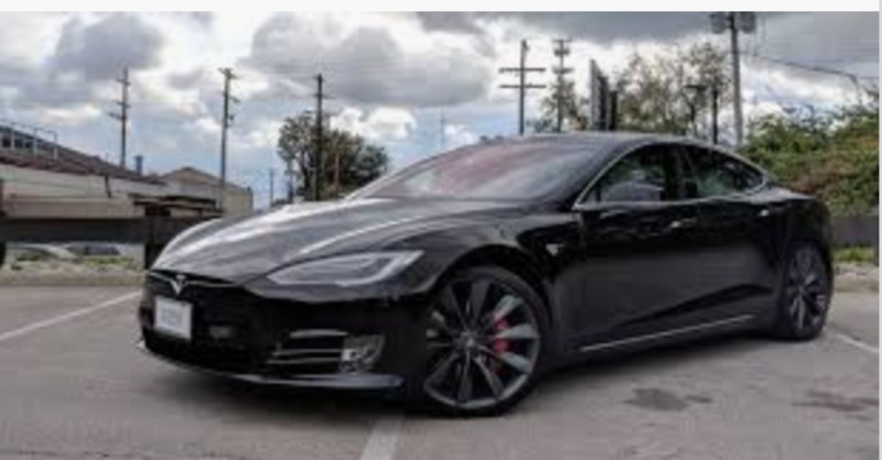 Бах захищатиме автомобілі Tesla від грабіжників