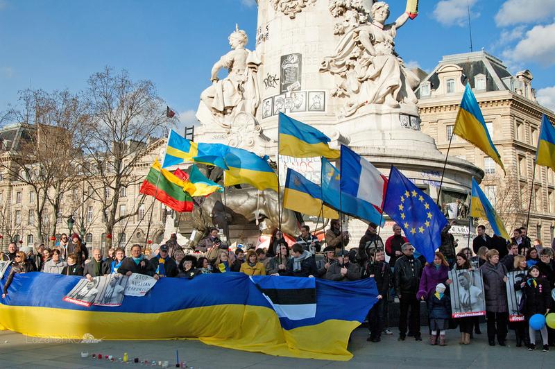 Place Republique. Мітинг в річницю трагічних подій на Майдані