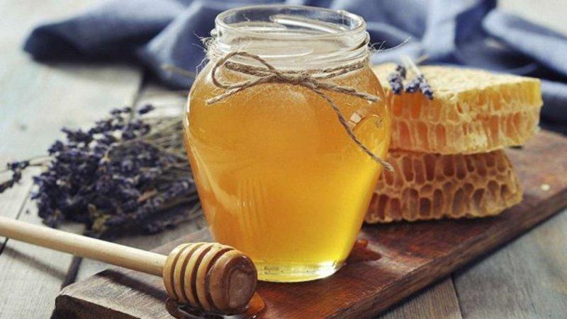 Чим корисний мед: 9 лікувальних властивостей, у які вірять люди