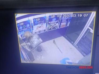 Як в Індії мавпа зламала банкомат і втекла з місця злочину.Відео
