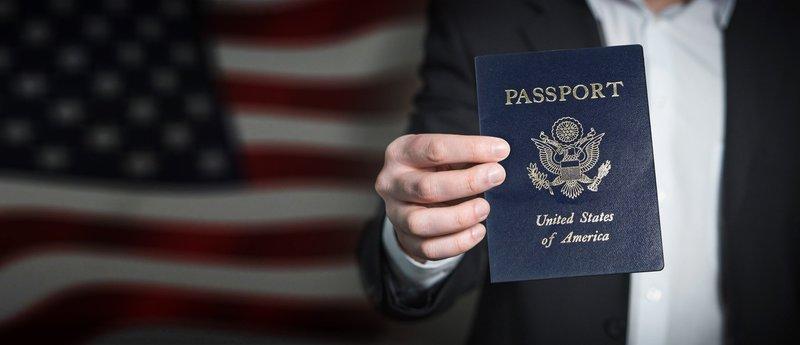 США припинили видачу паспортів