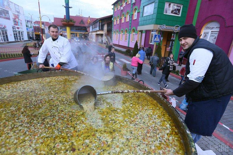 В Україні встановили рекорд з приготування козацького куліша