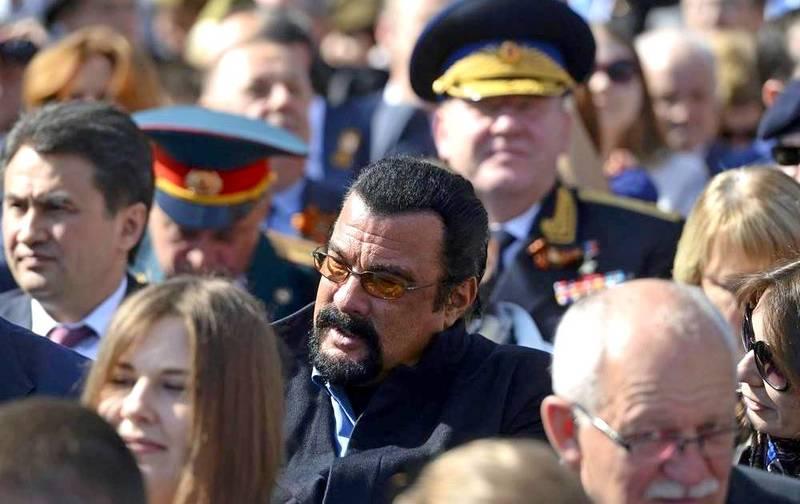Стівен Сігал відвідав парад у Москві