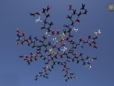 Українці встановили рекорд світу з парашутної групової акробатики