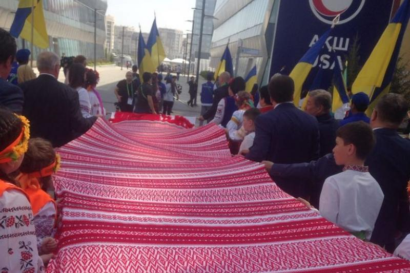 В Україні створили рекордний рушник ручної роботи