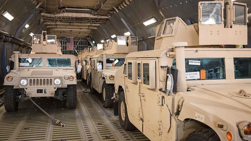 В Україну прибули 35 бойових машин Hummer зі США