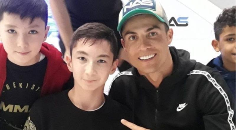 Роналду зіграв у футбол з особливим фанатом. Відео