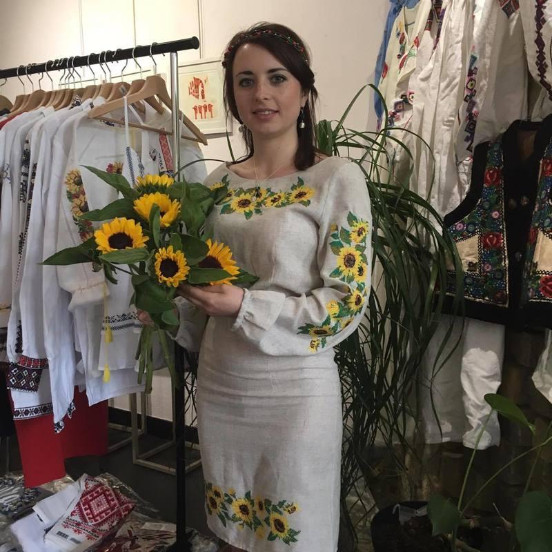 Українська дизайнерка презентувала у Парижі колекцію вишитого одягу