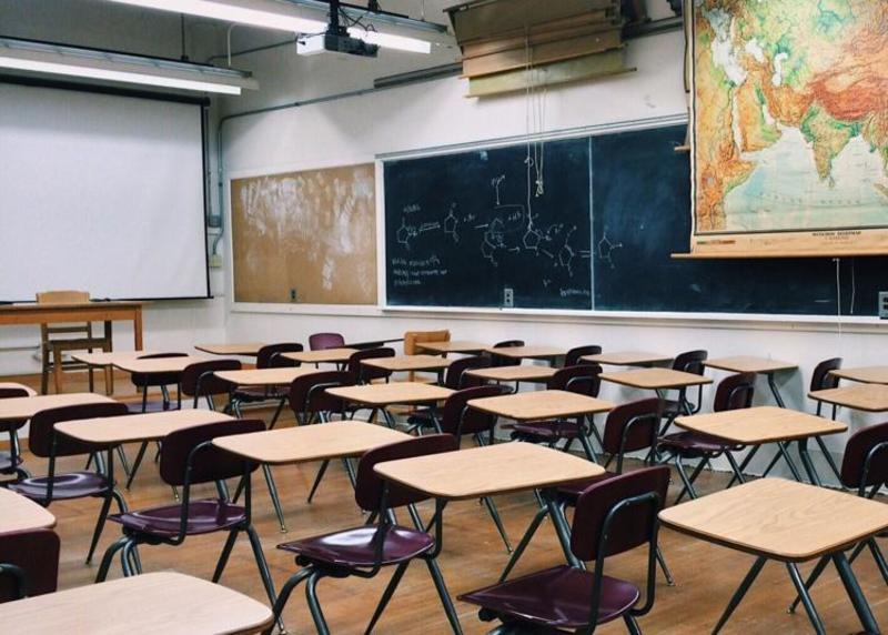 За новим законом десятки вчителів Іллінойсу без роботи