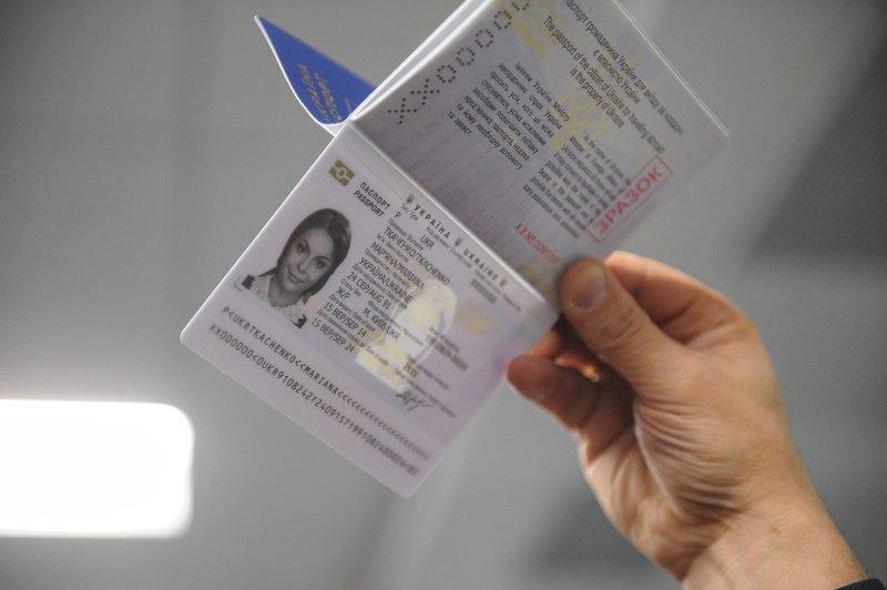 Рада ухвалила закон про видачу паспорта з14 років