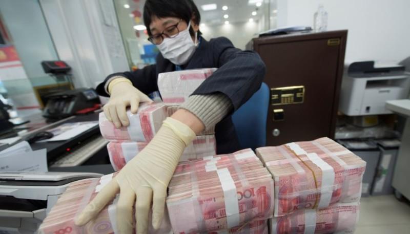 Китай буде знезаражувати гроші через коронавірус