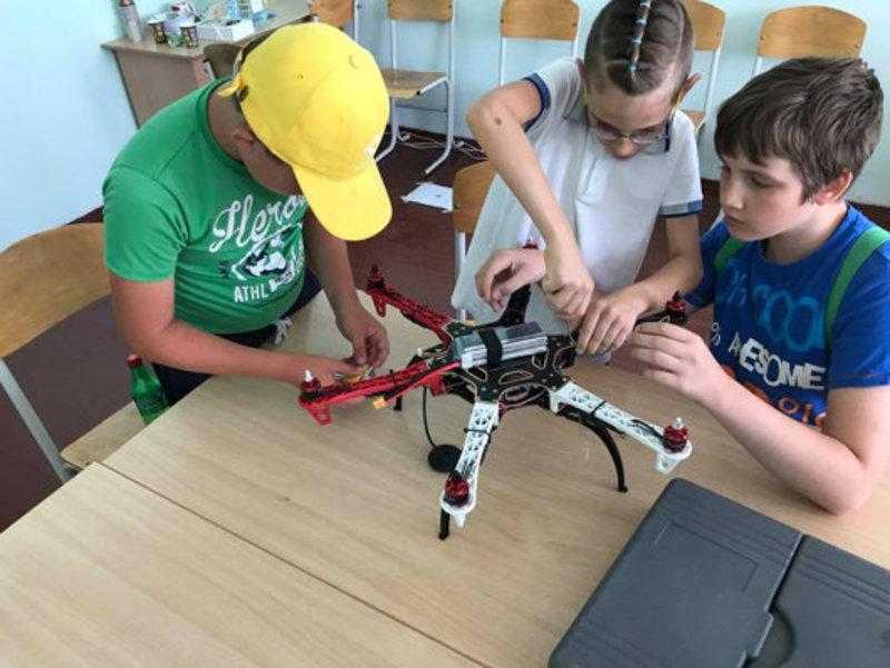Українських школярів навчатимуть конструювати роботів