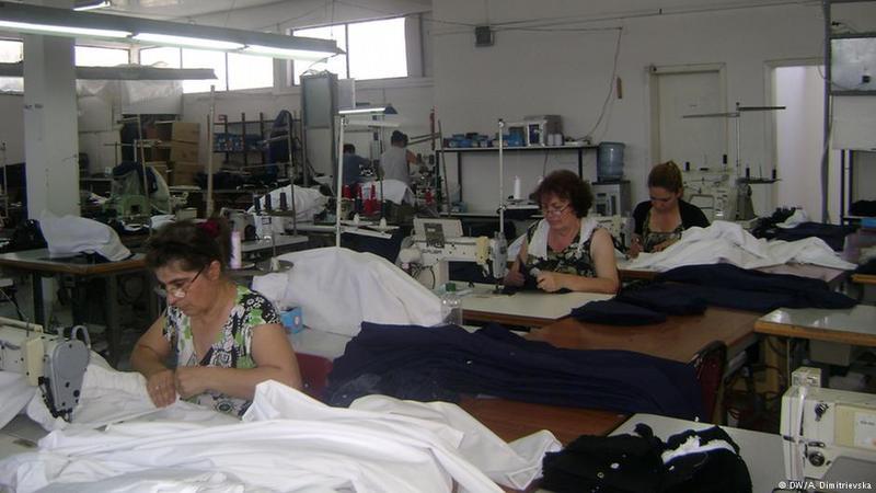 Західні бренди шиють одяг в Україні за безцінь, - дослідження