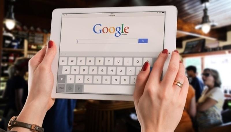 Google додав миттєвий переклад з понад 80 мов на українську за допомогою камери