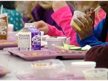 Літня продовольча програма надає безкоштовне харчування школярам Іллінойсу