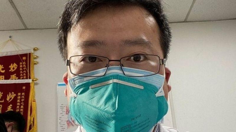 У Китаї помер лікар, який попереджав про спалах коронавірусу