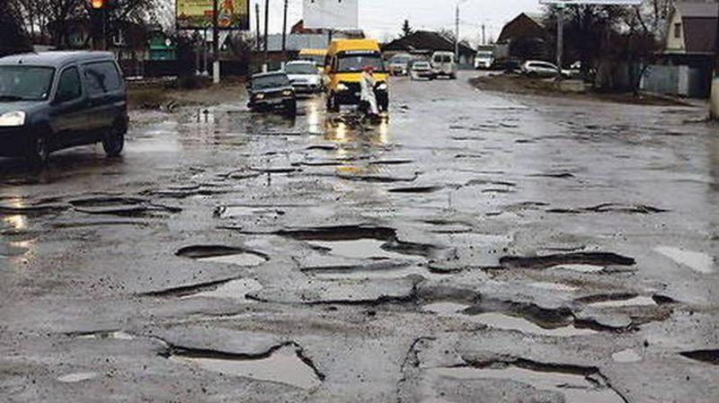 Скільки грошей і часу потрібно на ремонт усіх доріг України