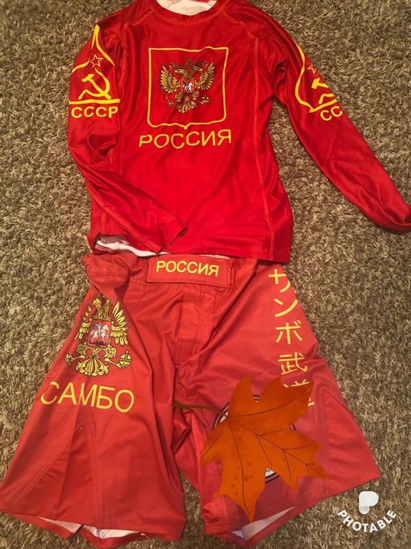 У США дітей примушують одягати спортивну форму з російською символікою