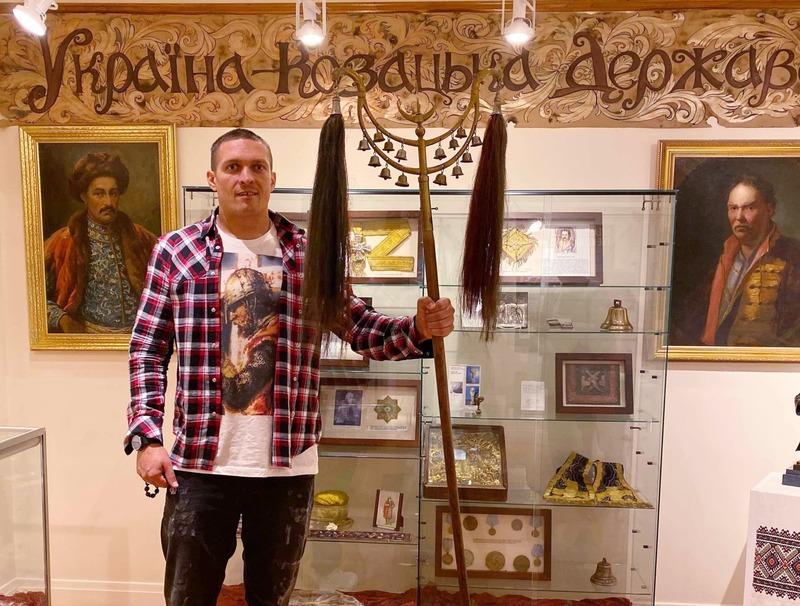 Олександр Усик відвідав Українську Околицю в Чикаго. Останні деталі щодо бою. (Відео та ексклюзивні фото)