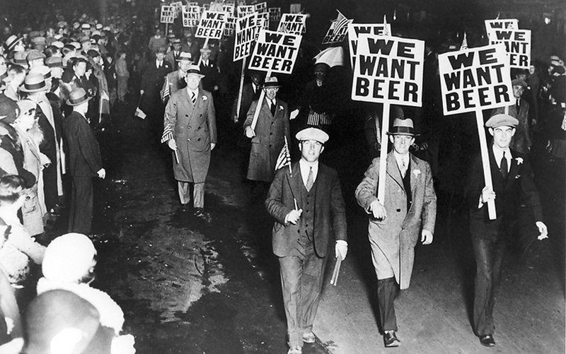 """97 років тому Конгрес США проголосував за запровадження """"сухого закону"""""""