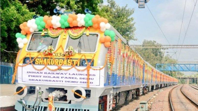 В Індії запустили потяг зсонячними батареями надаху