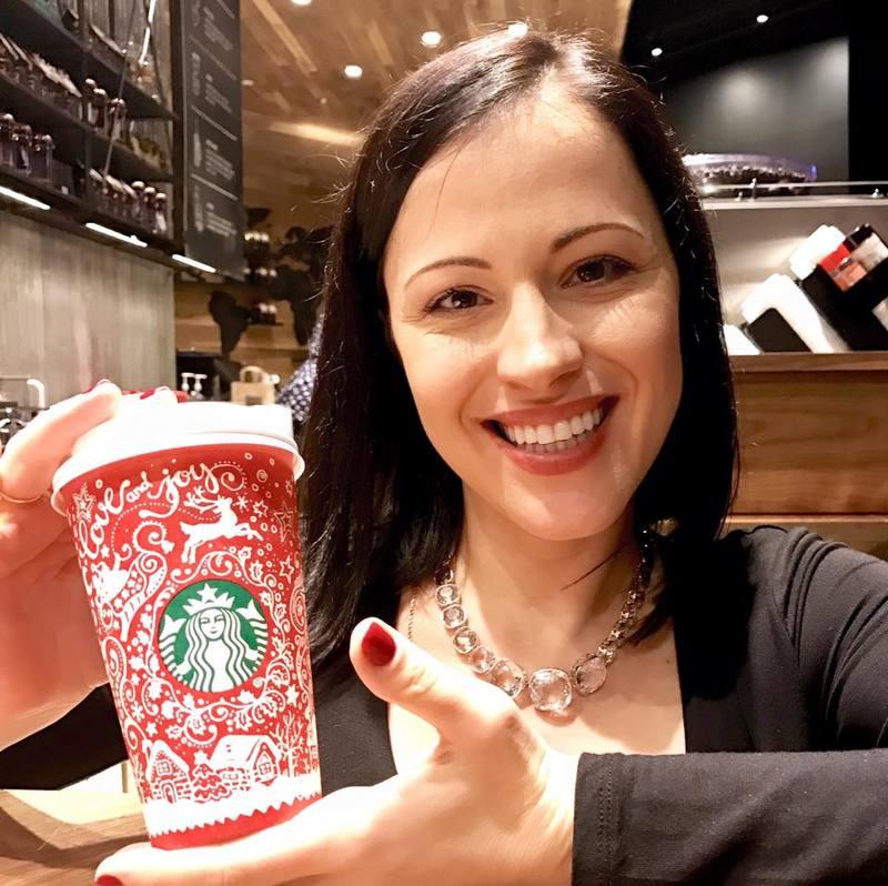 Українка створила новорічний дизайн для чашок Starbucks