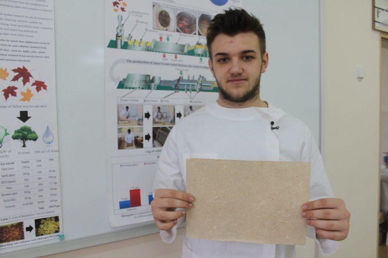 У Житомирі виготовили перший папір з опалого листя за технологією українського студента
