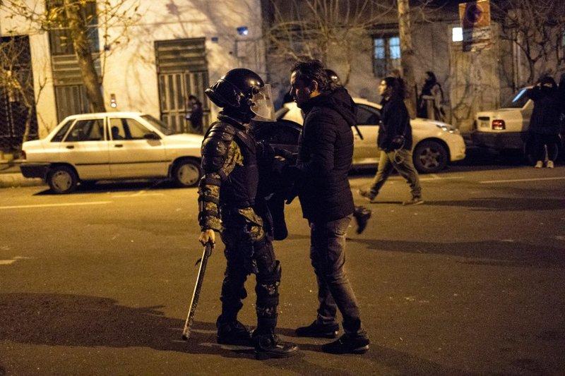 У Тегерані влаштували жорсткий розгін протестів: є жертви. Відео