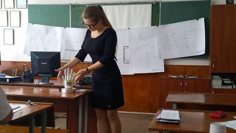 """Українка створила пристрій, який допомагає """"почути"""" глухонімих"""
