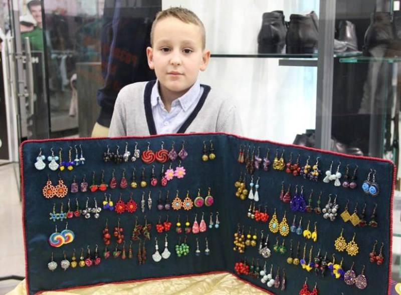 8-річний українець самостійно заробляє на навчання в Кембриджі