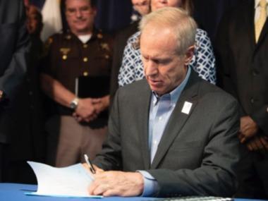 Губернатор Іллінойсу підписав закони про вилучення зброї