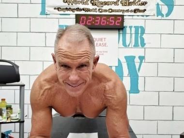 62-річний  спортсмен з Іллінойсу простояв у планці більше 8 годин