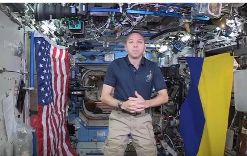 Американський астронавт взяв зі собою на МКС прапор України