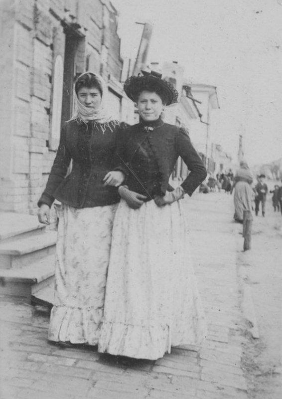 В мережу потрапили рідкісні кадри київських модниць минулого століття