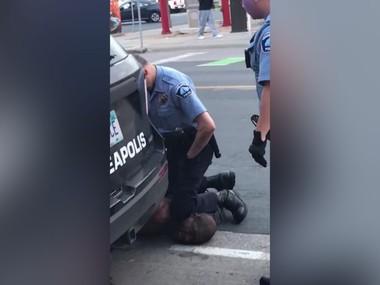 У Міннеаполісі копи задушили чоловіка, який благав про допомогу. Відео