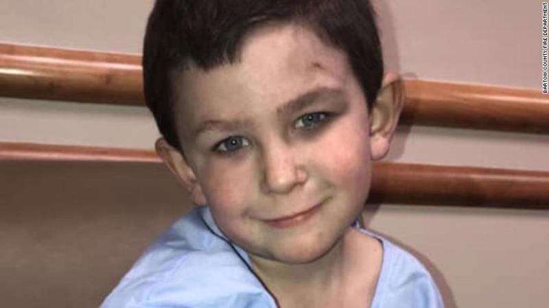 5-річний хлопчик виніс з вогню сестру і повернувся за собакою