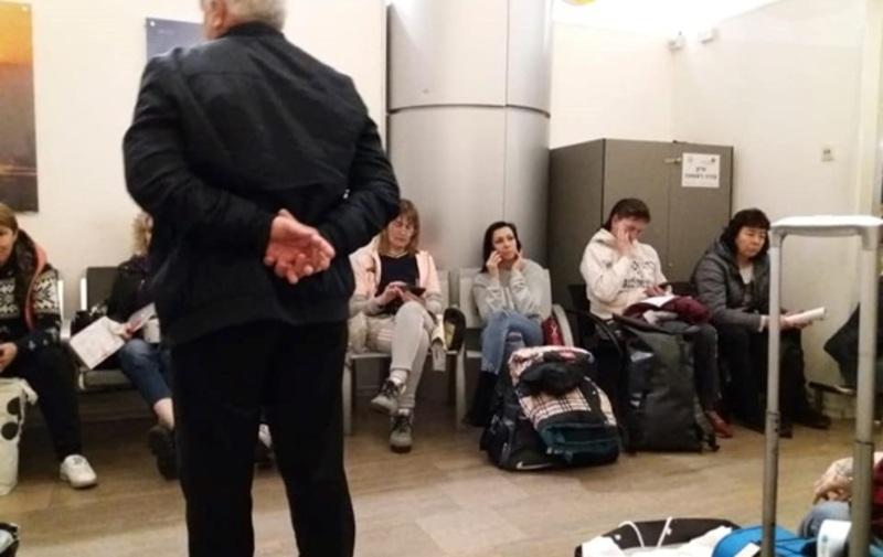 В аеропорту Ізраїлю утримували 140 українців