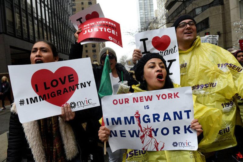 З Нью-Йорка виганяють іммігрантів