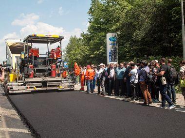 Скільки грошей на ремонт місцевих доріг витратили в Україні з початку року