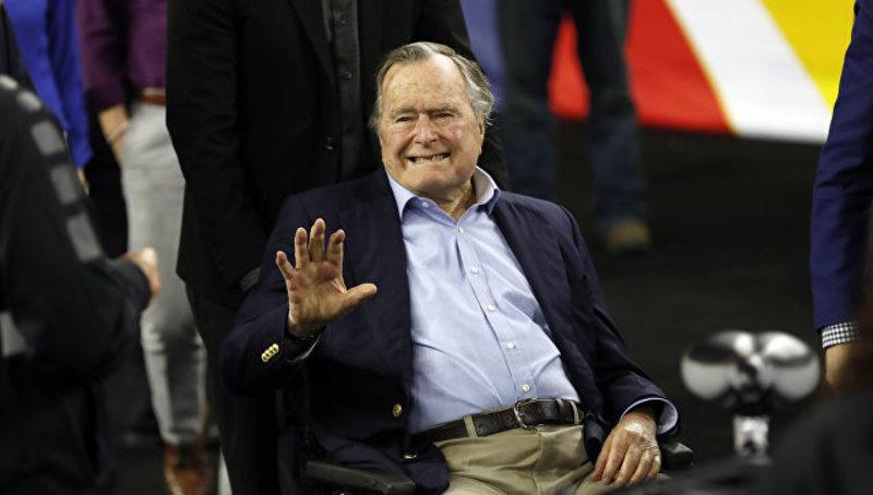 Буша-старшого звинуватили в сексуальних домаганнях