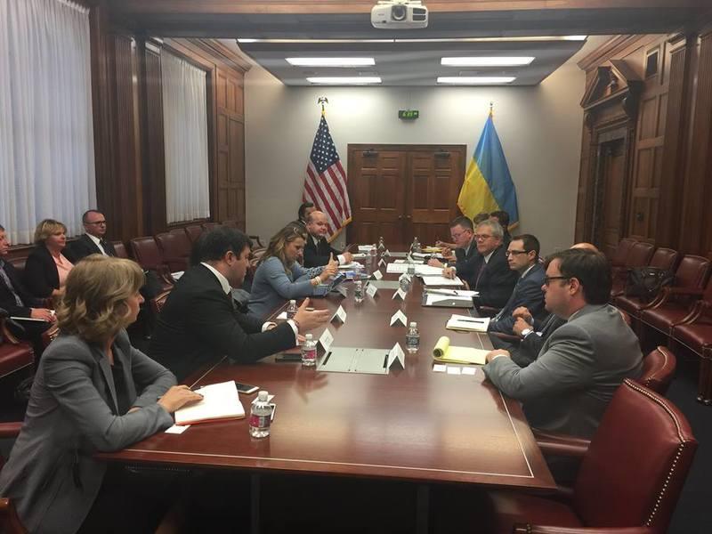 Українська урядова делегація розпочала роботу у Вашингтоні