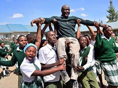 Вчитель з африканського села отримає $ 1 млн від благодійного фонду